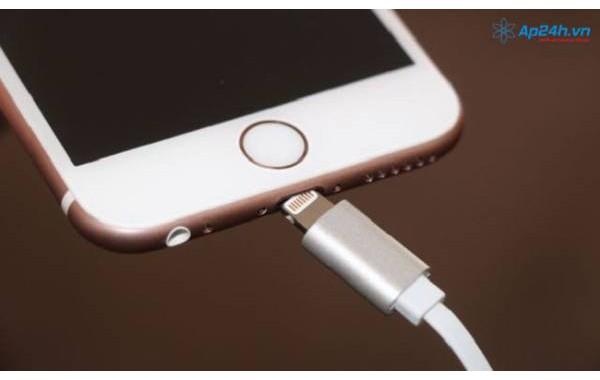 Sửa dây sạc iPhone không vào điện tại nhà nhanh nhất